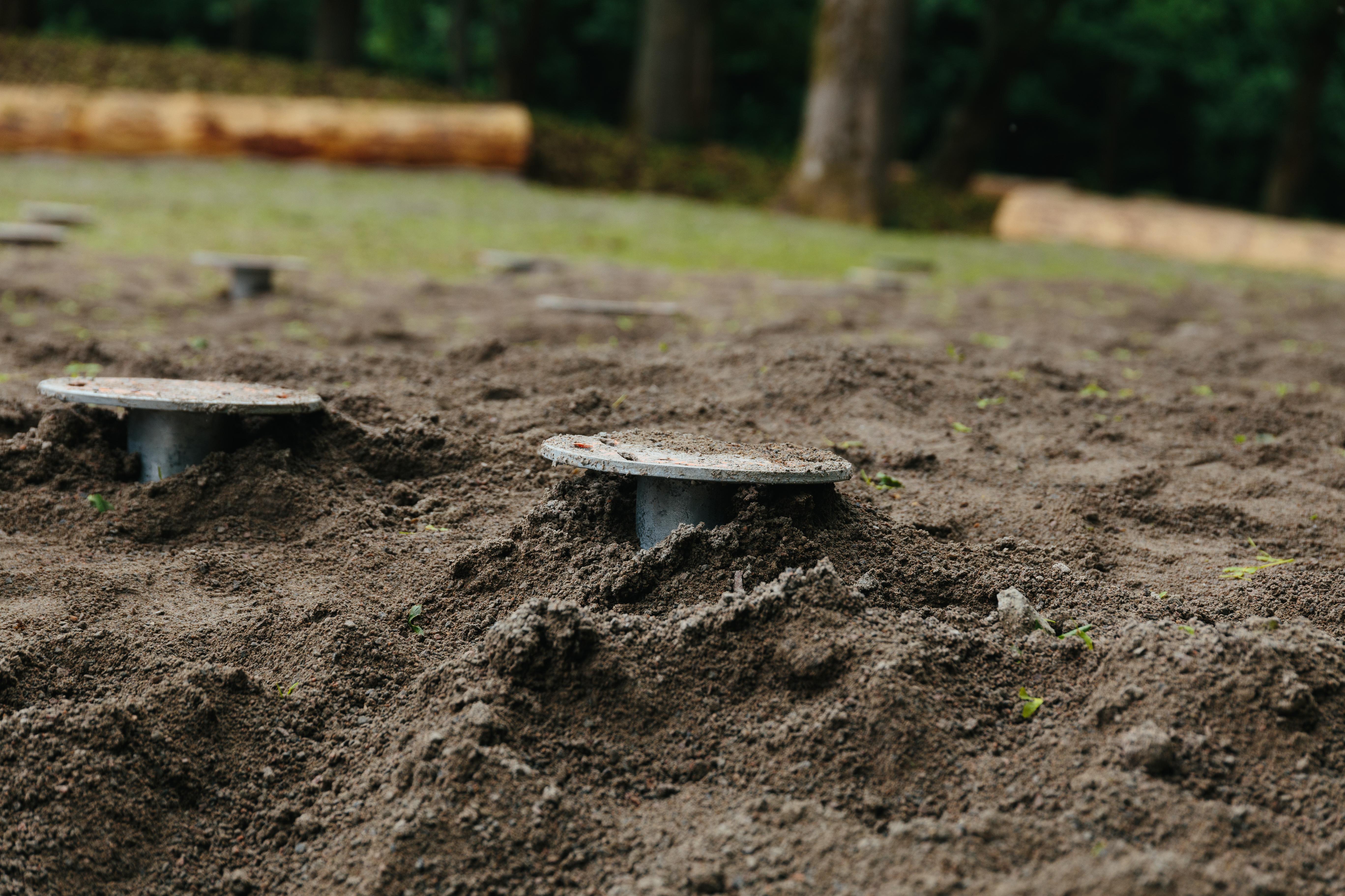 marksruvar nedskruvade i marken