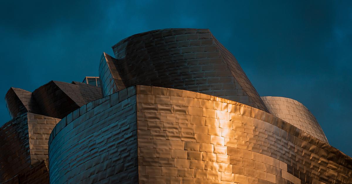 Guggenheim Bilbao. Imponerande byggnadsverk.